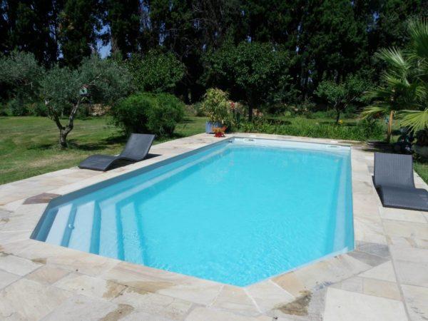 Tanzanite spa concept couverture luxembourg belgique piscine tendances profondeur Coque polyester piscine fond plat